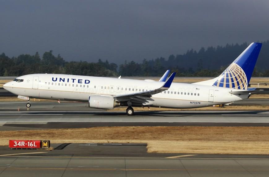 a united 737